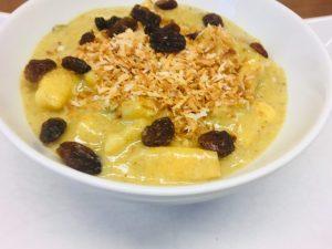 Ayurvedisches Porridge mit Äpfeln, Kokos und Kurkuma