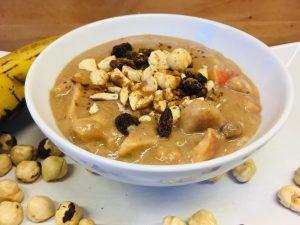 Kokos Haselnuss Porridge mit Kakao und Chili