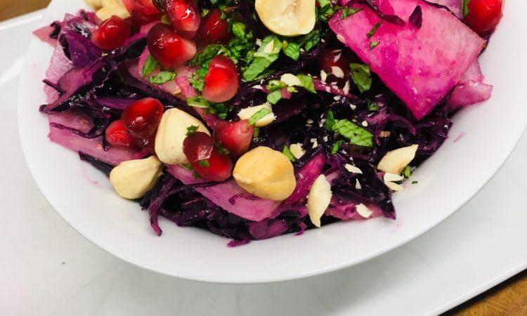 Rotkohl Salat mit Birne und Zitronen Mohn Dressing