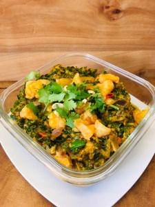 Afrikanisches Erdnuss Curry mit Grünkohl und Chili Orangen