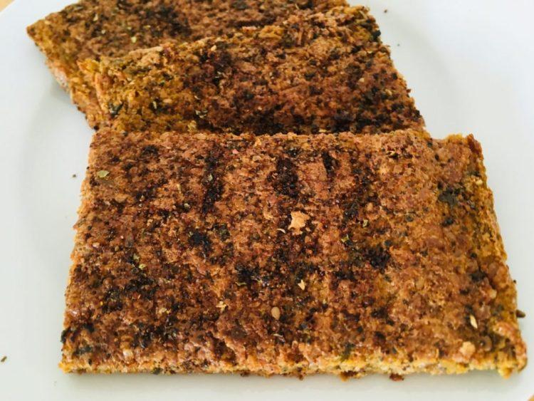 Rohkost Brot mit Nori Algen, Miso und Sellerie