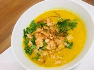Bananen Suppe mit Curry und Karotten