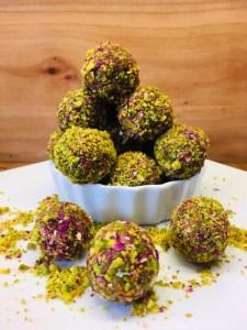 Persische Energiebällchen mit Pistazien, Rosenwasser und Safran