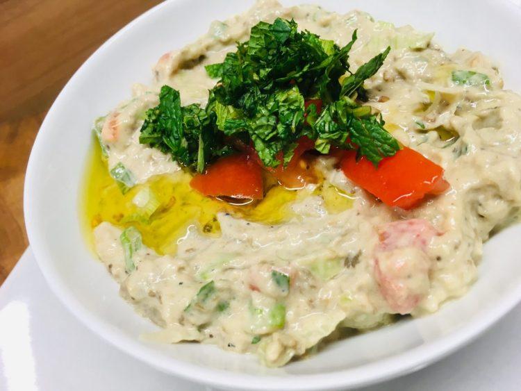 Mutabal Auberginen Dip mit Tomaten und Frühlingszwiebeln