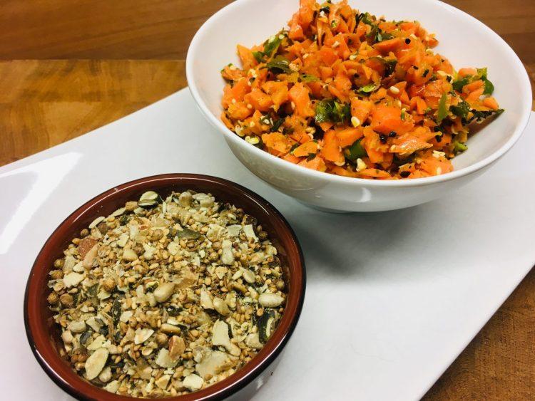 Karotten Salat mit Kapern und gerösteten Kernen