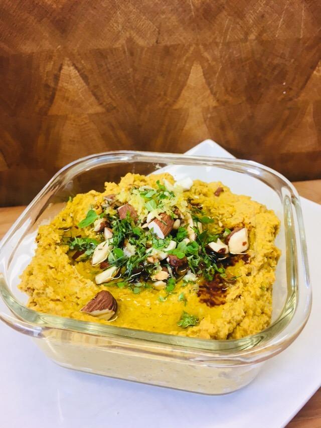 Balsamico Karotten Hummus mit gerösteten Möhren