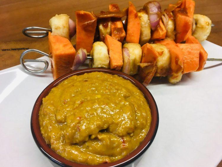 Marinierte Süßkartoffel Spieße mit Saté