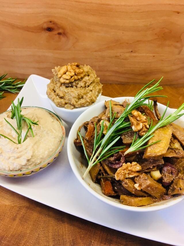 Geröstete Karotten mit Feigen und Artischocken Hummus und Walnussmus