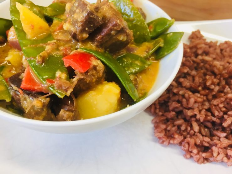 Jackfruit Curry mit Zuckerschoten