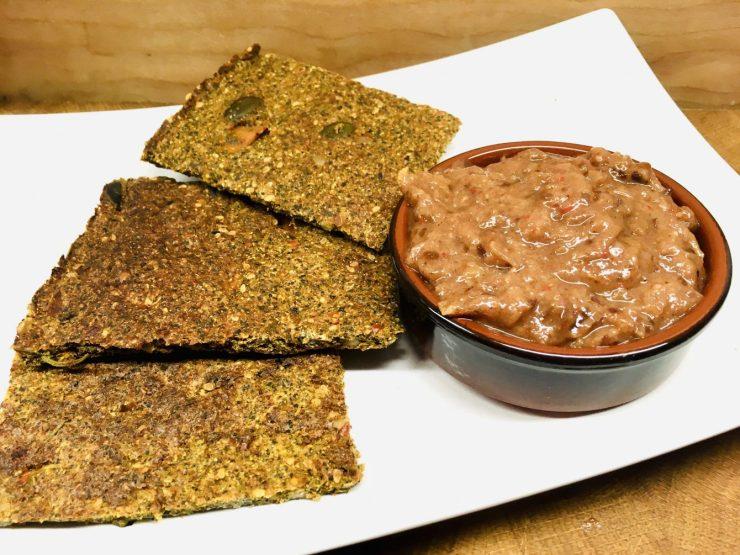 Kürbis Walnuss Cracker mit Dukkah und Rosmarin