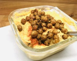Süßkartoffel Hummus mit gerösteten Kichererbsen