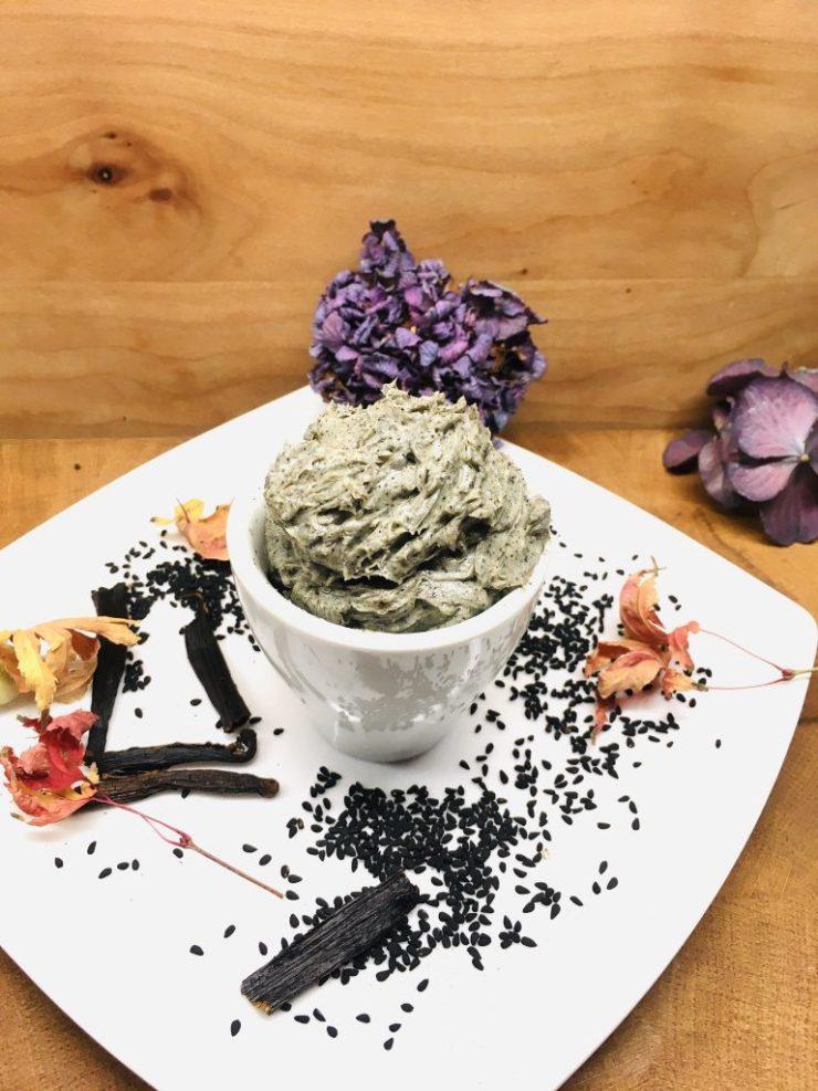 Vanille Butter mit schwarzen Sesam