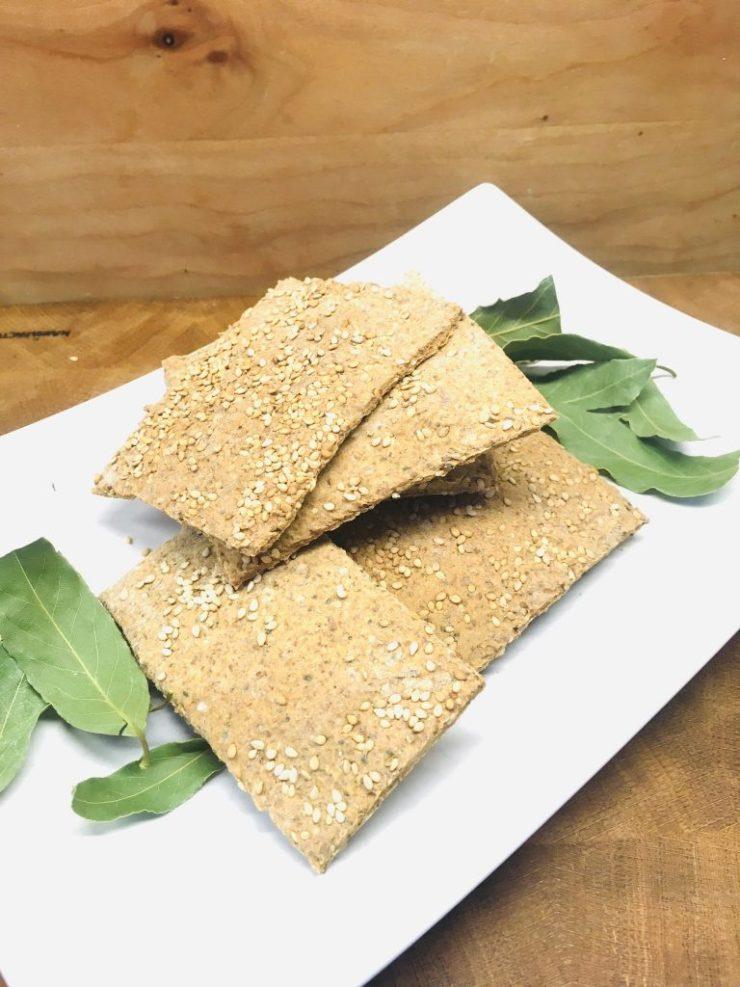 Glutenfreie Cracker aus Buchweizen-Teig