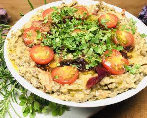 Gecrashte Tahini Linsen mit karamellisierten Zwiebeln und Tahini