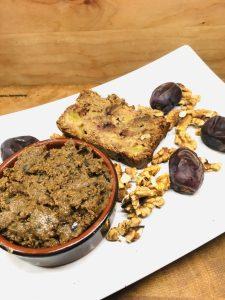 Porridge Brot mit Mohn-Marzipan Aufstrich