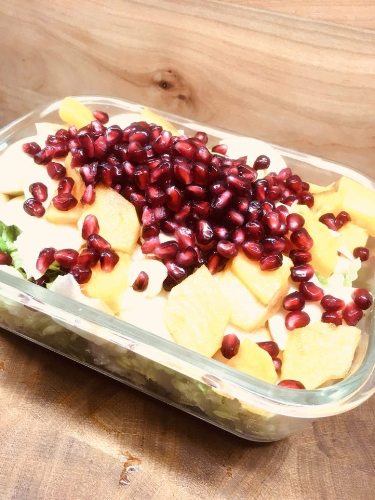 Römer Salat mit Kaki, Apfel, Walnüssen und Granatapfelkernen
