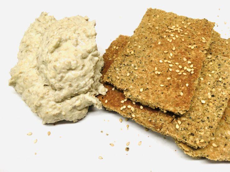 Tahini Mandel Cracker mit Linsen Hummus