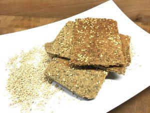 Tahini Mandel Cracker mit Sesam