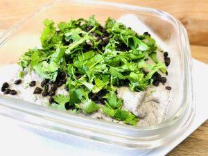 Schwarzer Hummus aus Beluga Linsen