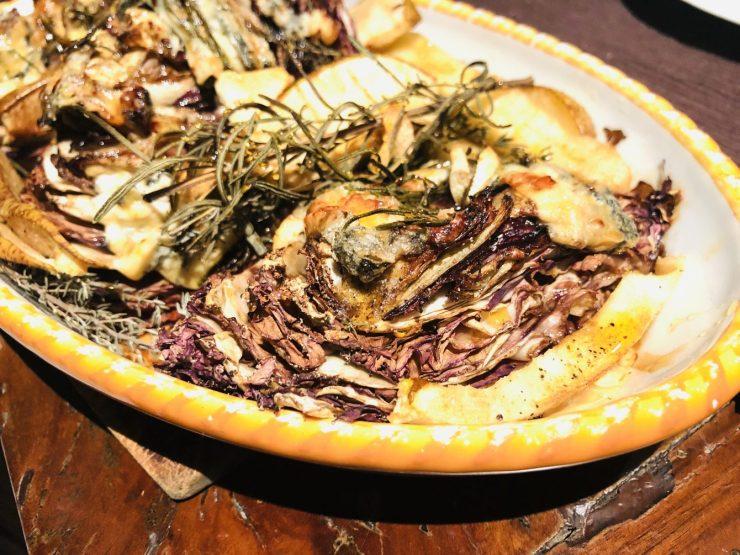 Überbackener Radicchio mit Gorgonzola, Birnen und Kastanienhonig