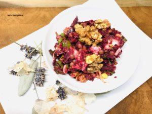 Rote Bete Salat mit Linsen und karamellisierten Walnüssen