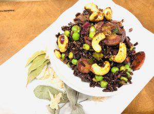Reis Pilaw mit Erbsen, Karotten und gewürzten Cashewkernen
