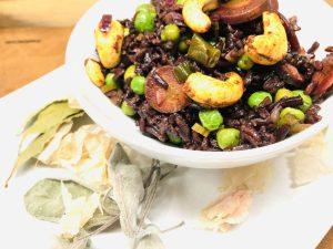 Reis Pilaw mit Karotten, Erbsen und gewürzten Cashewkernen