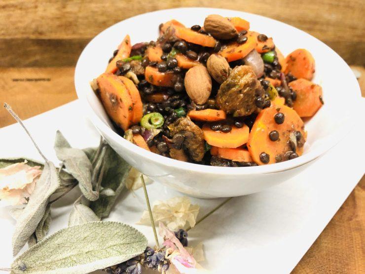 Karotten Salat mit Linsen mit Aprikosen und Mandeln