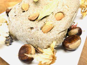 Buchweizen Chia Brot mit Mandeln und Maronen