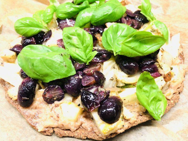 Pizza Bianca mit karamellisiertem Fenchel und gerösteten Trauben