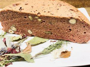 Rote Bete Brot mit Haselnüssen