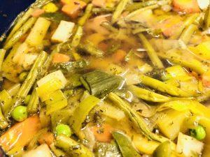 Einfache vegane Gemüse Suppe mit Miso