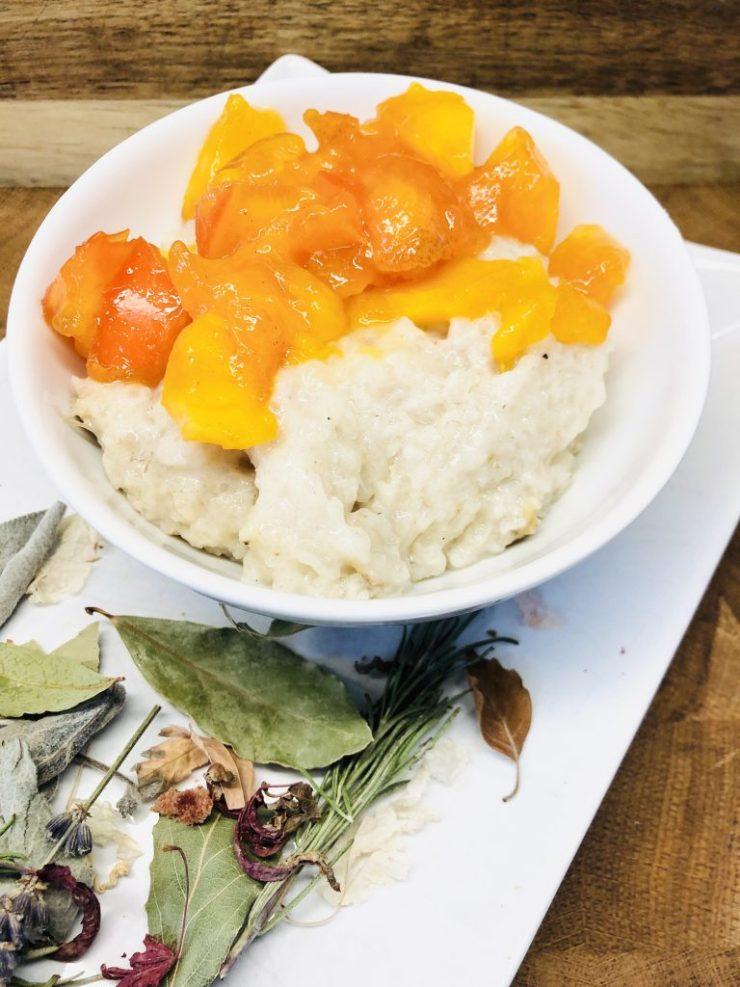 Sticky Reis Porridge mit Kaki