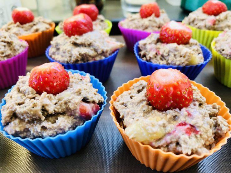 Porridge Muffins mit Erdbeeren