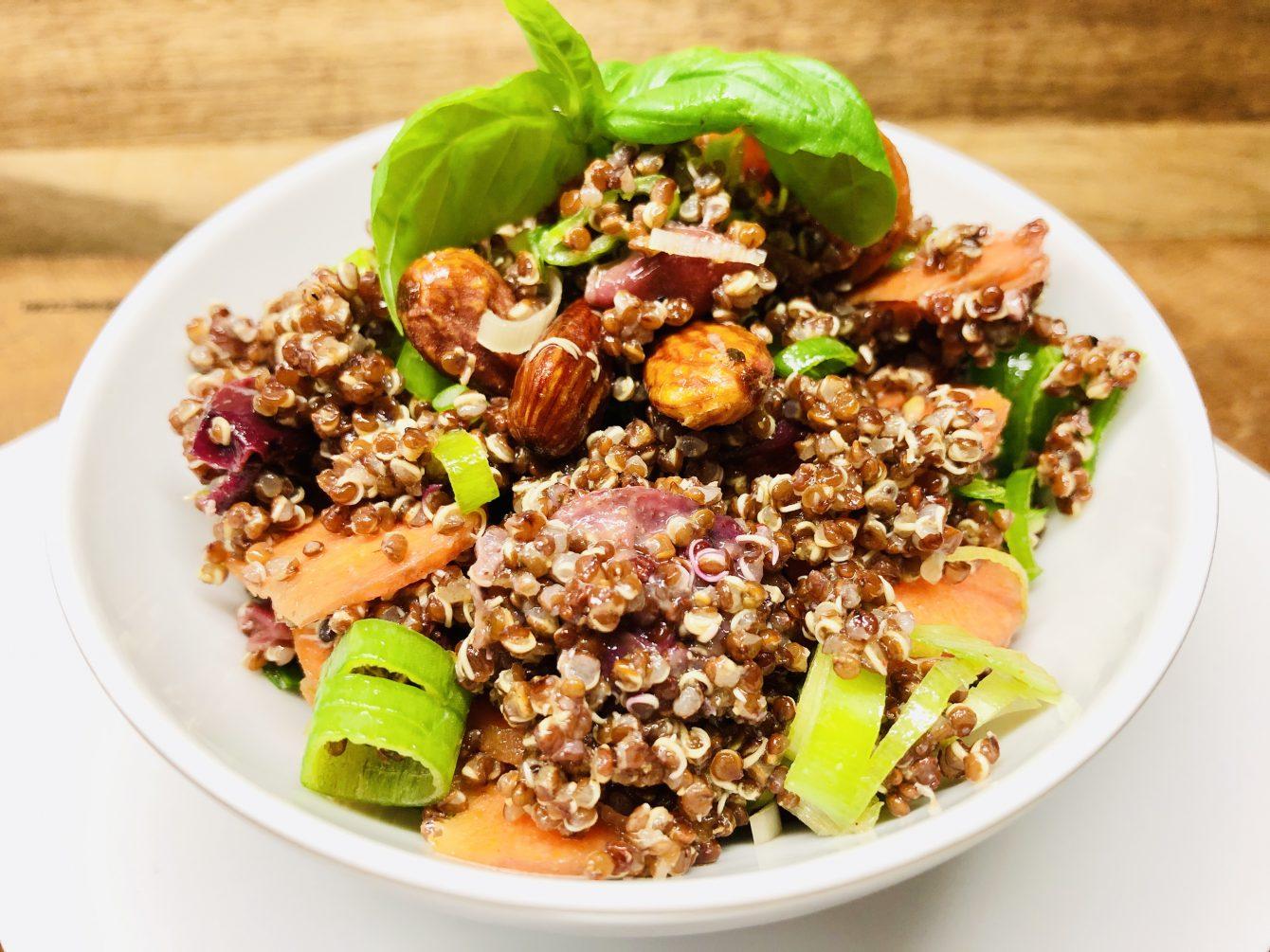 Quinoa Salat mit gerösteten Trauben und Karotten