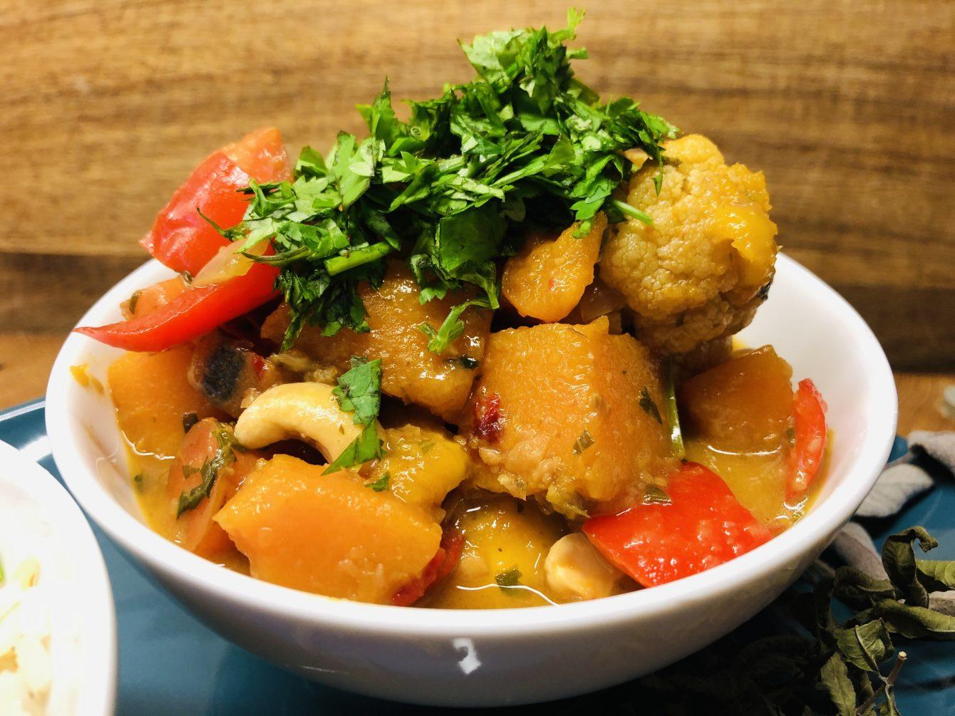 Kürbis Blumenkohl Curry mit Cashewkernen