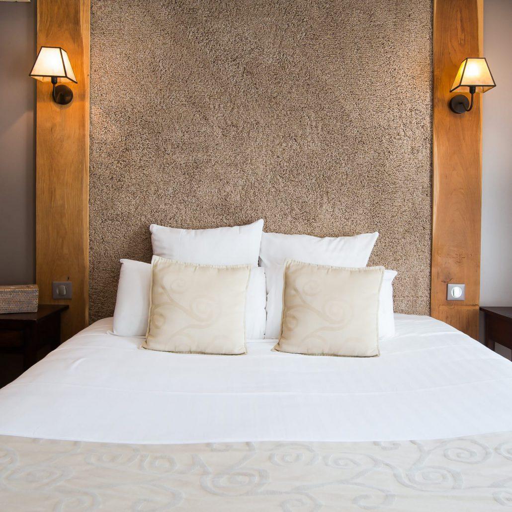 LE CLOS DES VIGNES  Chambre Hotel avec Jacuzzi  Chambre Taupe