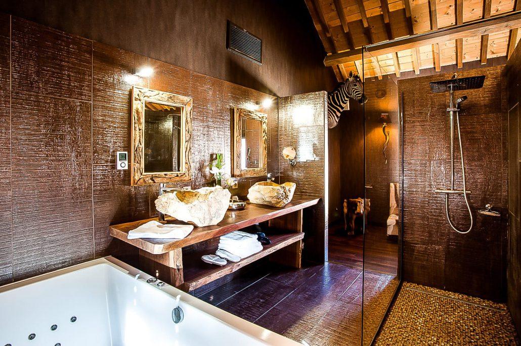 LE CLOS DES VIGNES  Suite Lodge  Chambre romantique avec jacuzzi