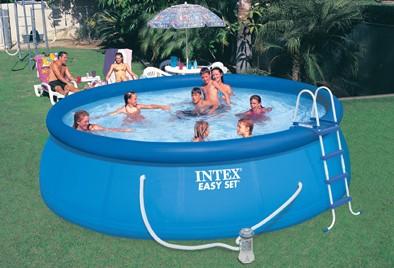 Comparatif piscines hors-sol Intex : autoportée ou tubulaire ?