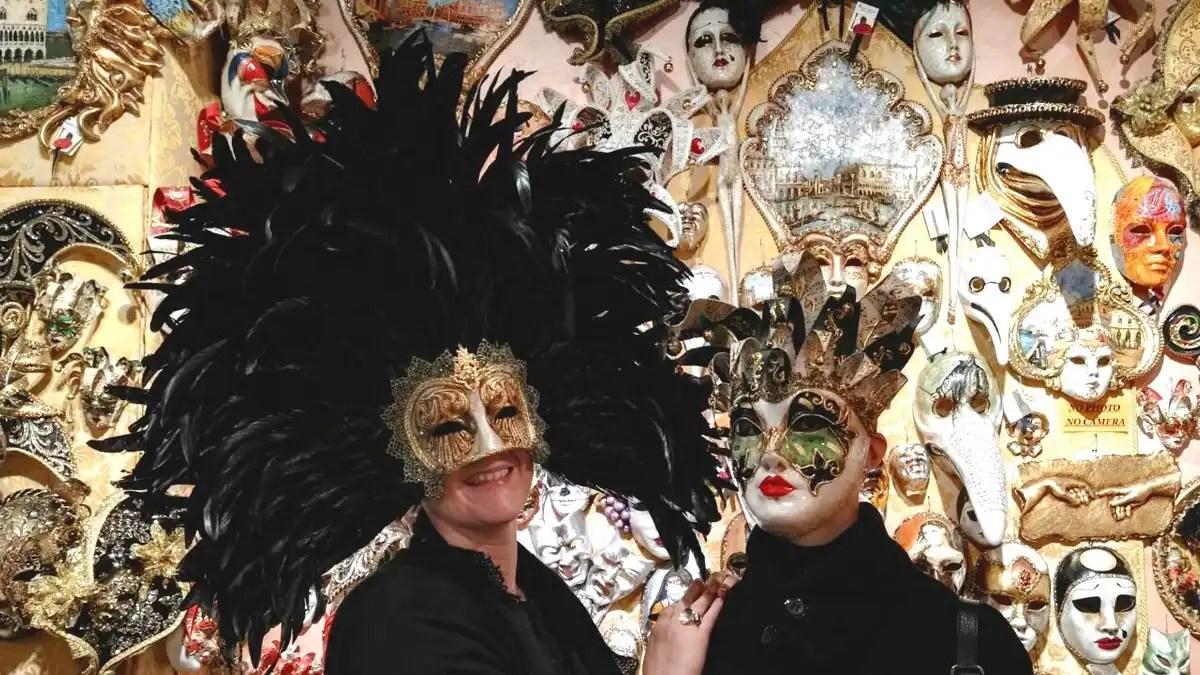You are currently viewing Maschera di Carnevale e Halloween a tema viaggio
