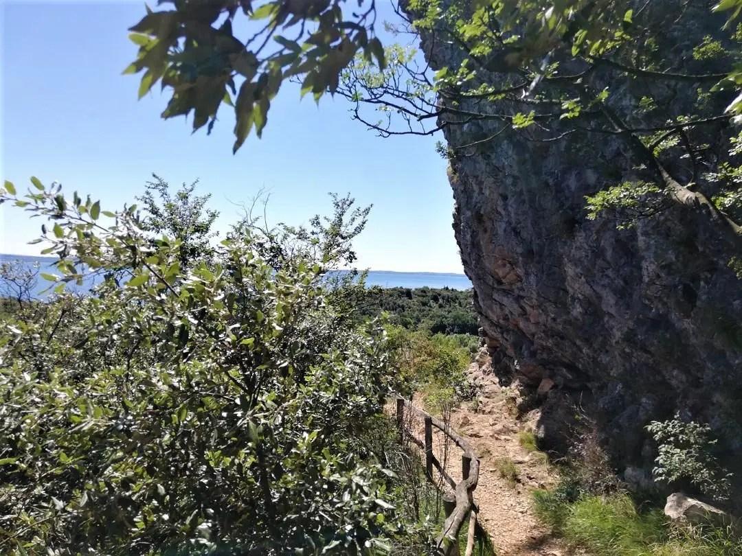 Rocca di Manerba sentiero