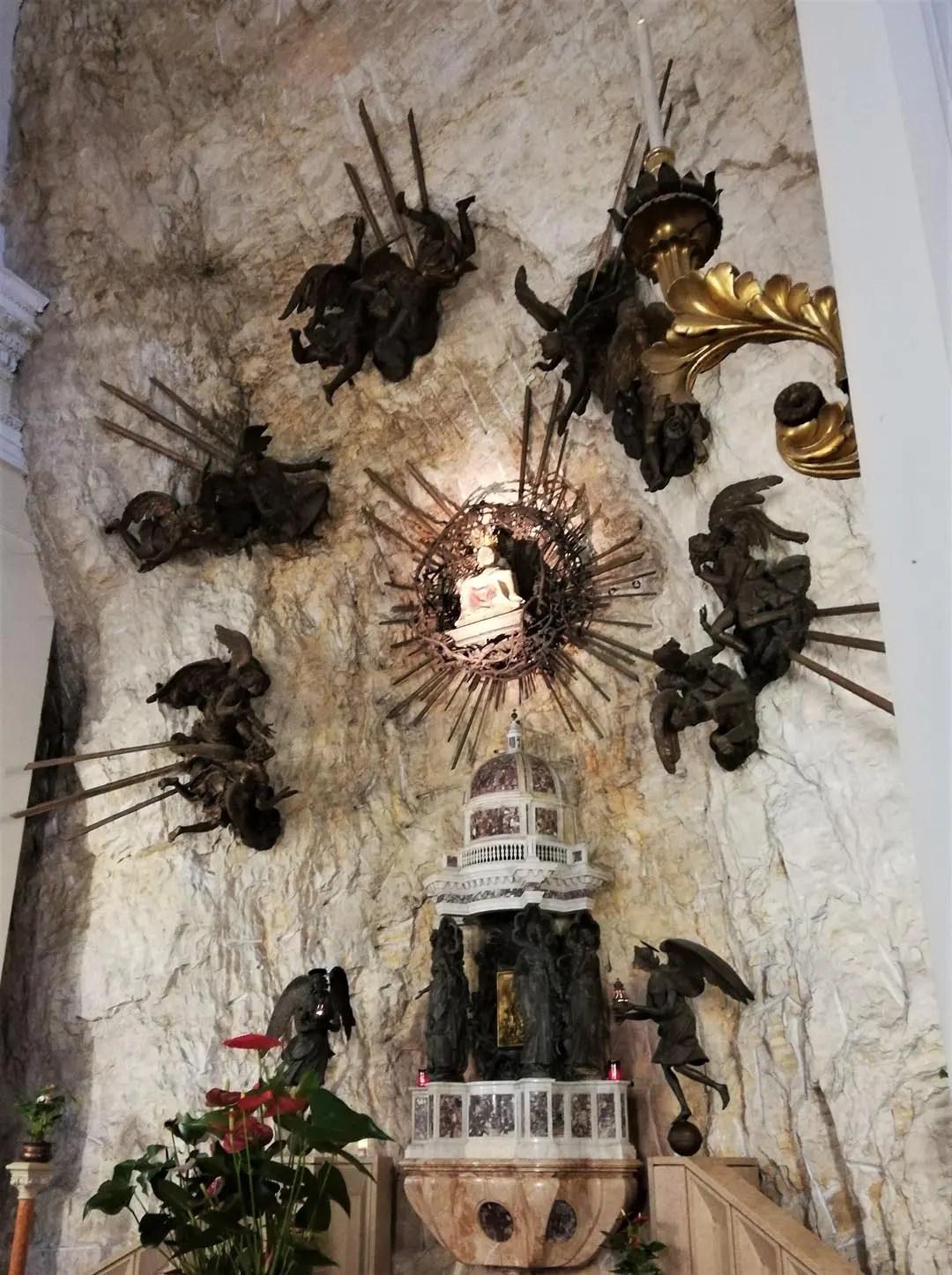 Leggenda Santuario Madonna della Corona: la statua della Madonna