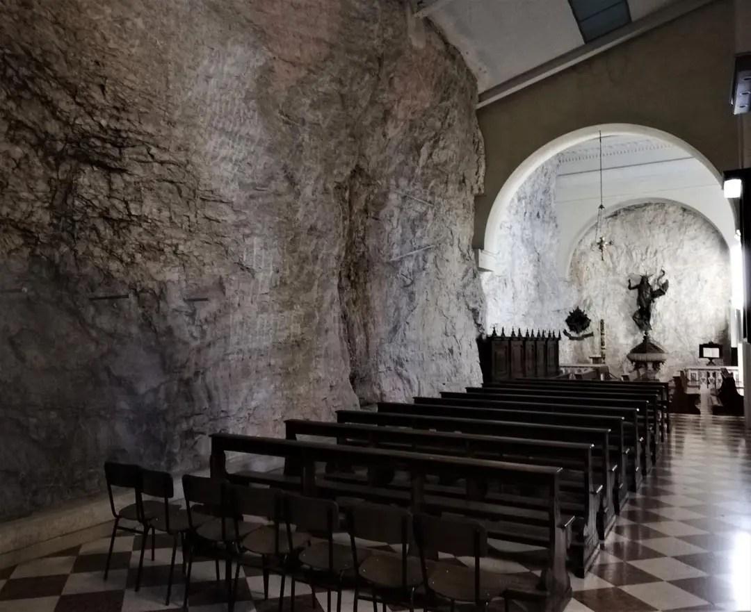 Santuario Madonna della Corona, interno.