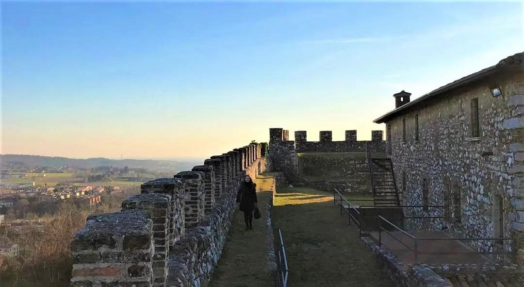 Rocca di Lonato del Garda sul Lago di Garda: cammino di ronda