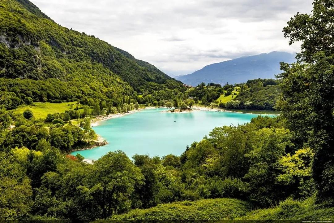 Veduta del Lago di Tenno in Trentino Alto Adige