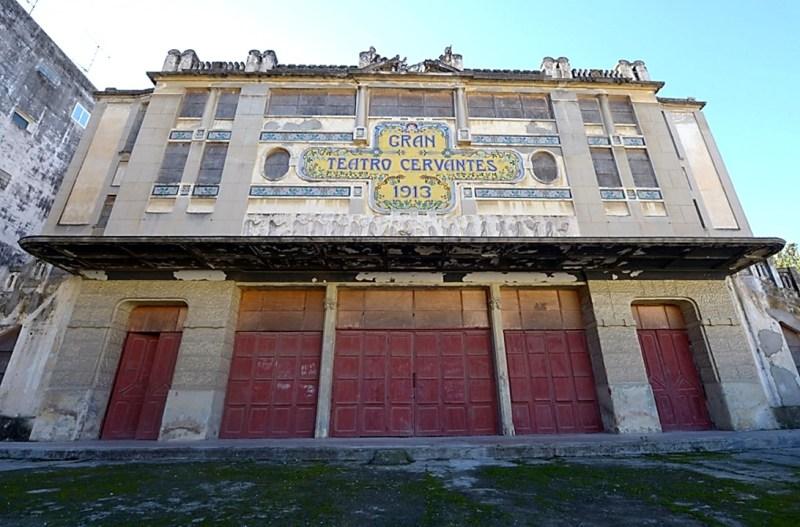 Le grand théâtre de Cervantès est fermé depuis 1974.