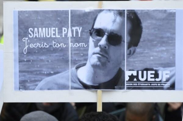 La France honore la mémoire du professeur Samuel Paty sauvagement assassiné le 16 octobre 2020.