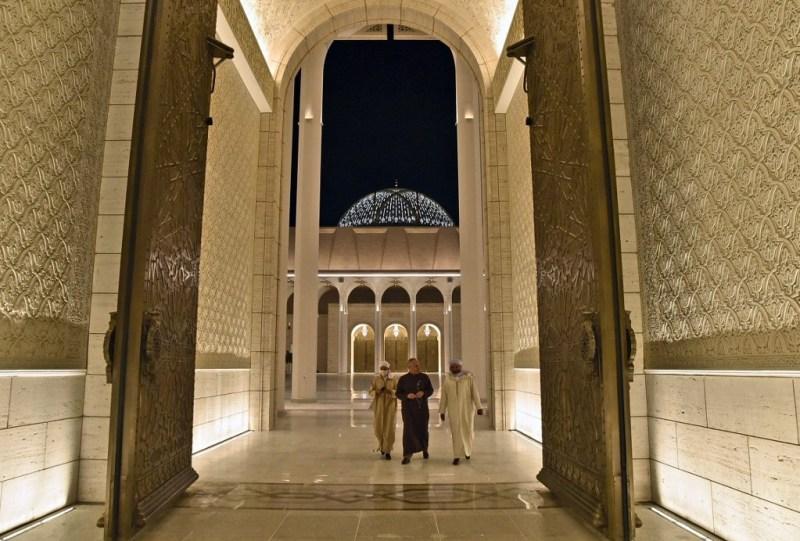 Vue depuis la porte d'accès principal de la grande mosquée d'Alger.
