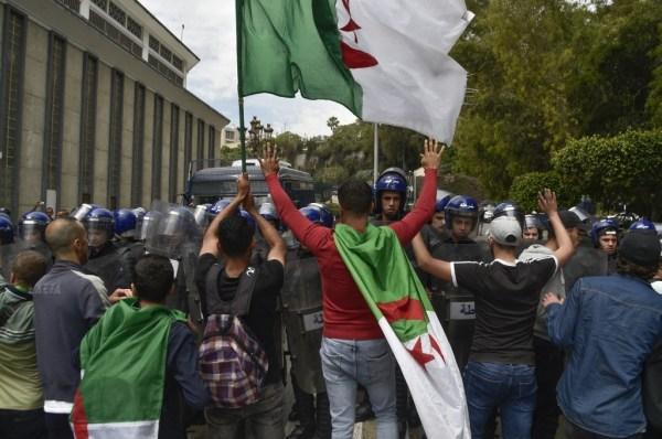 Manifestation près du Palais du gouvernement à Alger
