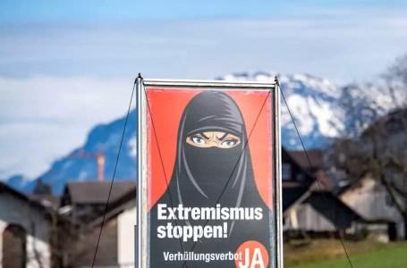 Pas de doute possible sur l'objet du projet de loi avec les mentions « Stopper l'extrémisme » des affiches